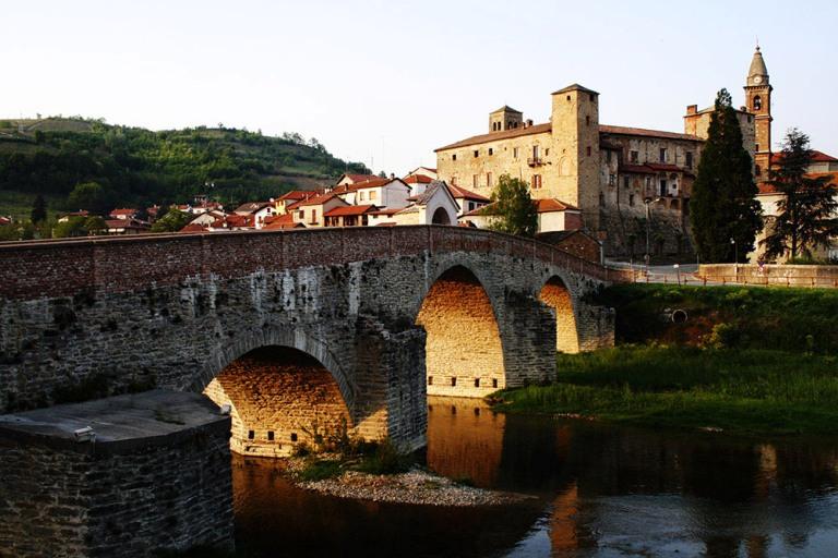 Monastero Bormida ponte castello medievale