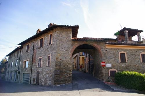 Montabone-Porta-medievale